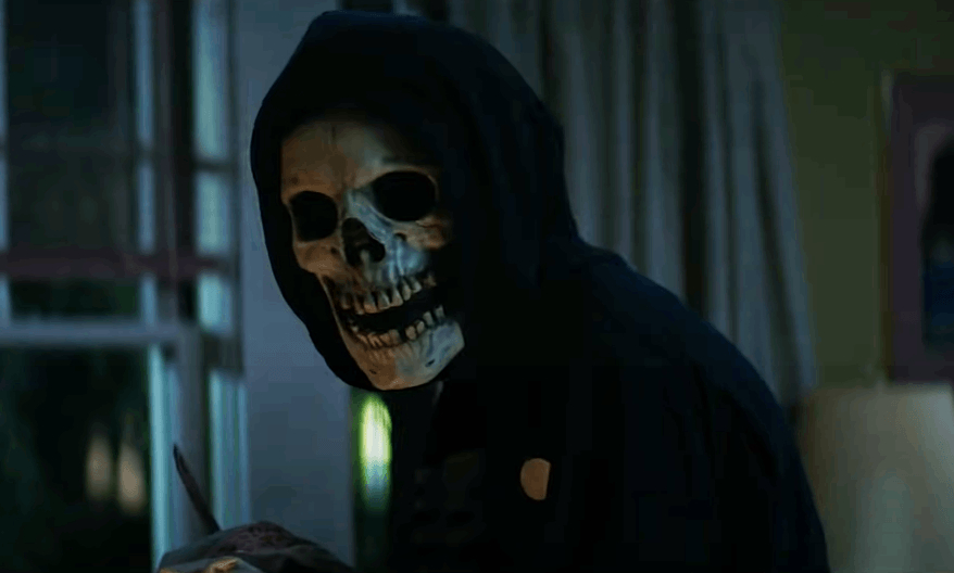Uno dei killer di Shadyside, con il volto coperto da una maschera da teschio.