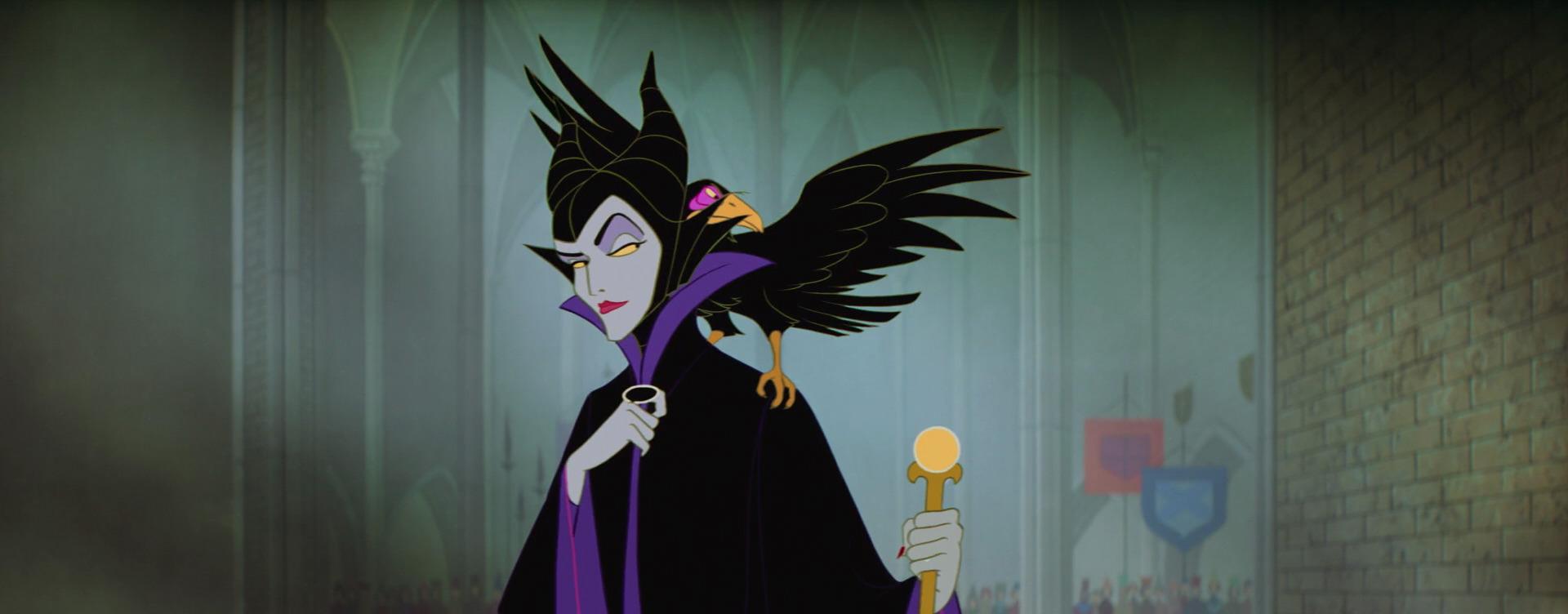 Malefica sta per lanciare un incantesimo sulla piccola Aurora